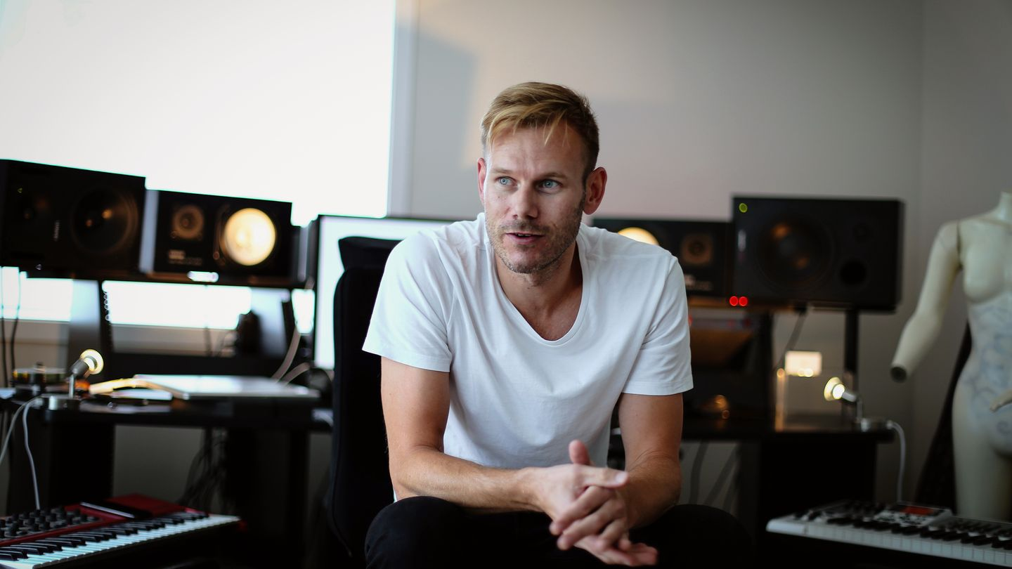 Musician, songwriter and producer, Tom Hugo Hermansen from Kristiansand, is behind the songwriting camp, Hooklab. The photo was taken in the studio of producer Berent Philip Moe on Odderøya. PHOTO: KRISTIAN HOLE